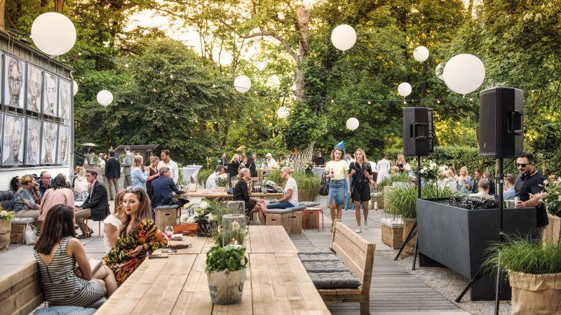 Ein Get Together oder Sommerfest auf der großen Terrasse ist für eine Personenzahl bis zu 600 möglich.